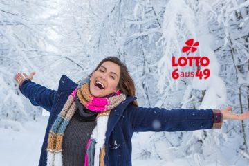 glückliche Frau im Schnee