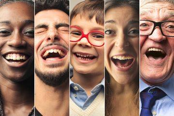 Menschen lachen vor Glück