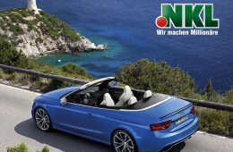 Audi A5 Cabriolet fährt auf Küsenstraße