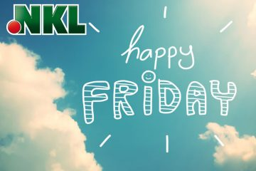 Blauer Himmel mit Wolken, Happy Friday
