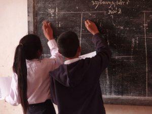 Kinder in der Schule in Nepal