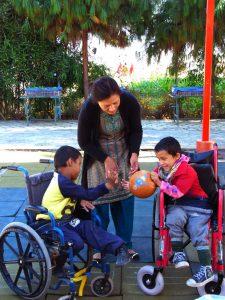 Kinder im Rollstuhl in Nepal
