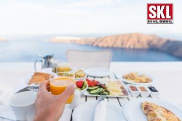 Frühstückstisch mit Blick aufs Meer