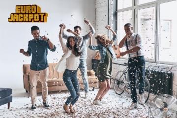 Lachende Menschen im Büro Eurojackpot