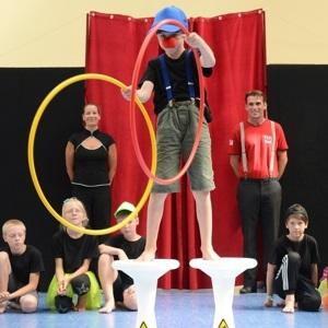Zirkus-Akrobatik-Kurs für Kinder im ländlichen Brandenburg