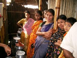 Kinder von Näherinnen in Bangladesch