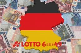 Deutschland in den Farben der Nationalflagge liegt auf Geldscheinen