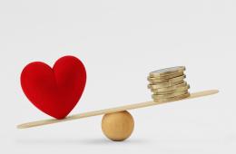 Herz und Geld balancieren