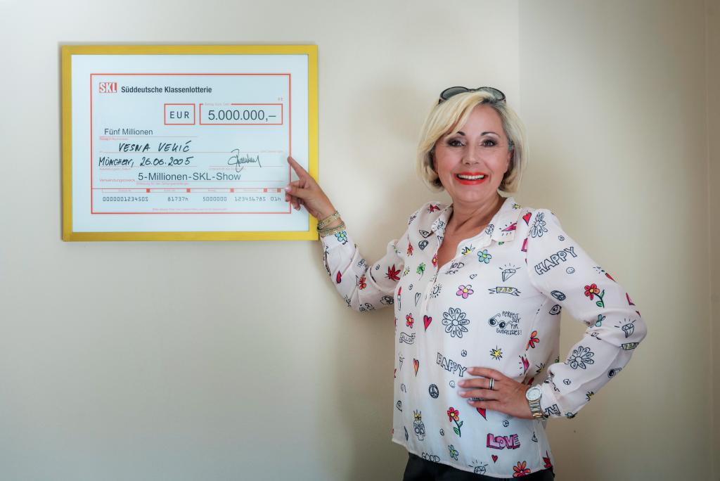 SKL Millionärin Vesna Vekic zeigt ihren 5 Millionen Euro Gewinn.