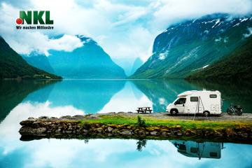 Familienurlaub, Ferien auf dem Wohnmobil, Caravan Auto Urlaub. Schöne Natur Italien Naturlandschaft Alpen.