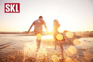 SKL EuroJoker: Sommer, Sonne und 120.000 Euro!Paar ist glücklich weil sie beim EuroJoker gewonnen haben. happy couple running on the beach